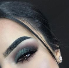 41 Perfect Makeup Ideas for Green Eyes make up colorful Green Smokey Eye, Smokey Eye Makeup, Eyeshadow Makeup, Makeup Brushes, Eyeliner, Intense Eye Makeup, Light Smokey Eye, Fall Eye Makeup, Edgy Makeup