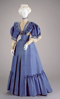 Afternoon dress by Anna Dunlevy, 1905-06,