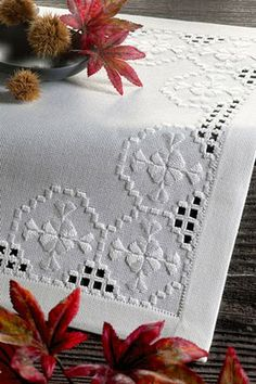 Embroidery Hardanger Risultati immagini per manteles bordados hardanger - Types Of Embroidery, Learn Embroidery, Embroidery Patterns, Hand Embroidery, Hardanger Embroidery, Cross Stitch Embroidery, Drawn Thread, Linens And Lace, Satin Stitch