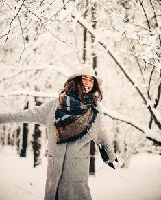 В зимнем пальто можно наслаждаться снегопадом и морозом с улыбкой🖤 ведь вам будет тепло и уютно🐾 На Анн