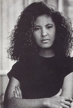 Rarely seen Selena pictures Selena Quintanilla Perez, Buffy, Selena Pictures, Mexican American, Pablo Escobar, Queen, American Singers, My Idol, Natural Hair Styles
