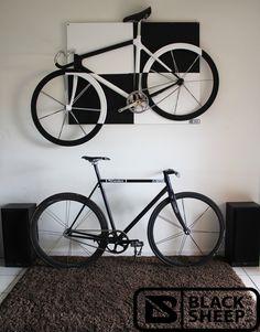 Tableau fixie noir et blanc blacksheep Fixed Gear Bicycle, Bicycle Art, Bicycle Design, Bmx, Velo Biking, Pimp Your Bike, Urban Cycling, Cycling Art, Bike Storage