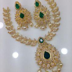 Slim mango chain large emerald pendant necklace