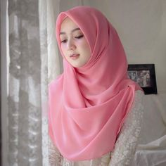 What is Hijab Hijab is a piece of cloth used by women to cover their heads and faces. Hijab is mostly worn by Muslim women. Beautiful Hijab Girl, Beautiful Muslim Women, Beautiful Asian Girls, Casual Hijab Outfit, Hijab Chic, Hijab Dress, Modern Hijab Fashion, Muslim Fashion, Hijabi Girl