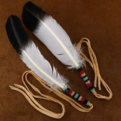 Hand bead work, from Choctaw & Cherokee artist Janice Osalita, sets this single Smudging Feather apart from the ordinary! This Native American Indian Ceremonial Feather is made with traditional seed beads on fringed buckskin. Native American Beauty, American Indian Art, Native American Beading, Native American Indians, Native American Crafts, Native Americans, Indian Beadwork, Native Beadwork, Feather Crafts