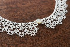 No pattern.just a picture Tatting Necklace, Tatting Jewelry, Lace Jewelry, Needle Tatting, Tatting Lace, Crochet Collar, Crochet Lace, Tatting Tutorial, Lacemaking
