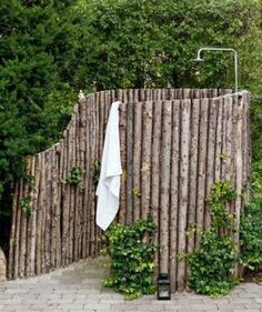 Outdoor Living Ideas: Outdoor Showers