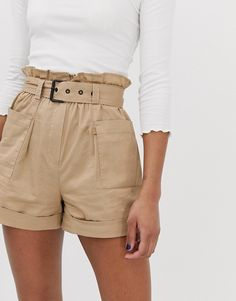 Shop Stradivarius utility shorts in beige at ASOS. Beige Shorts Outfit, Shorts Outfits Women, Edgy Outfits, Short Outfits, Cool Outfits, Summer Outfits, Fashion Outfits, Cargo Shorts Women, Nike Pro Shorts