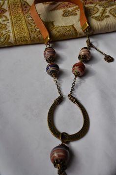Collar con piedras hindúes, $120 en https://ofeliafeliz.com.ar