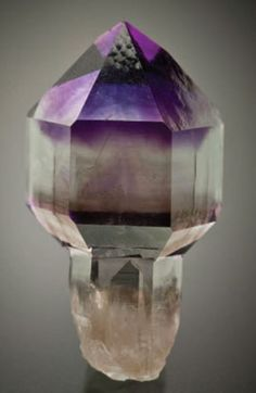 color-zoned amethyst scepter, 2.8 × 1.7 cm, from Crystal Park, Montana. Ex Jim and Dawn Minette, ex Si and Ann Frazier collections, and now a Jim Houran specimen, Jeff Scovil photo.