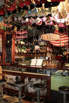 Bacaro Jazz Bar in Venice. The ceilings are covered in bras left by female customers. Such a fun spot! Bar Restaurant Design, Restaurant Manager, Restaurant Restaurant, Rustic Restaurant, Architecture Restaurant, Jazz Bar, Design Café, Layout, Venice Italy