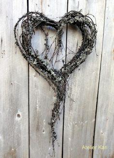 Atelier Kari naturdekorasjoner og kranser: Takk til sosiale medier! Heart Decorations, Valentines Day Decorations, Christmas Decorations, Valentine Wreath, Valentine Day Crafts, Printable Valentine, Homemade Valentines, Valentine Box, Valentine Ideas