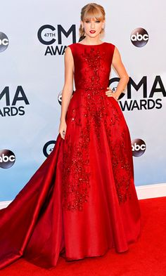 #CMAs fashion! Taylor Swift in a billowing gown from Elie Saab's fall 2013 collection.