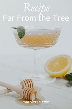 This pear, lemon, and honey mocktail is a sweet drink to add to any menu. Made with only 3 ingredients, this nonalcoholic drink is easy to make! Add it to your holiday party menu and wow your alcohol-free friends! Best Mocktail Recipe, Easy Mocktail Recipes, Drink Recipes Nonalcoholic, Non Alcoholic Cocktails, Summer Drink Recipes, Summer Drinks, Cocktail Recipes, Brunch Drinks, Party Food And Drinks