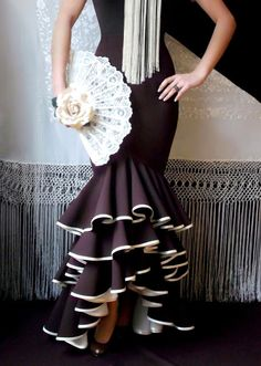 LOLAYLO: TRAJES DE FLAMENCA Y FALDAS DE SEVILLANA Elegant Dresses, Cute Dresses, Beautiful Dresses, Gypsy Dresses, Dance Dresses, Diy Fashion, Ideias Fashion, Spanish Dress, Spain Fashion