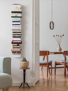 How to Build a Vertical Book Tower? You'll certainly be able to fit this bookshelf into your life. This Bookshelf - Vertical bookcase is smartly created since it totally fades away, leaving your books to take the spotlight. Pink Home Decor, Cheap Home Decor, Wall Bookshelves, Bookcase, Book Shelves, Dining Room Walls, Home Office Design, Living Room Inspiration, New Room