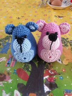 Twee beta-beertjes, patroon Beertje Brom. Buikje en neus zijn anders.