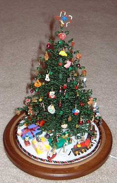 Hand made miniature Christmas Tree - pretty easy to make but time consuming !