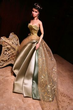 Glamorous evening out with Barbie Fashion Royalty Dolls, Fashion Dolls, Fashion Dresses, Barbie Gowns, Barbie Dress, Barbie Style, Diy Barbie Clothes, Doll Clothes, Poppy Parker