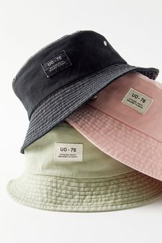 Shop UO Utility Bucket Hat at Urban Outfitters today. We carry all the latest styles, colors and brands for you to choose from right here. Outfits With Hats, Mode Outfits, Fashion Outfits, Fashion Tips, Fashion Goth, Modest Fashion, Bar Outfits, Vegas Outfits, Scene Outfits