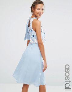 ASOS Tall   ASOS TALL - Robe courte avec haut court orné d'amas de fleurs en 3D chez ASOS