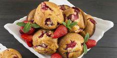 Muffins aux fraises et à la compote de pommes... pas trop sucrées, mais juste assez! - Recettes - Ma Fourchette Croissants, Blueberry Rhubarb, Muffins, Apple Fruit, Sweet Bread, Cookie Bars, Biscuits, Deserts, Brunch