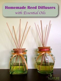 Homemade Air Fresheners: Essential Oil Reed Diffusers Small jar with small opening reed sticks or bamboo skewers cup carrier oil (safflower or sweet almond oil) 15 drops essential oils 1 teaspoon alcohol (optional, and should be at least Vivre Bio, Homemade Reed Diffuser, Diffuser Diy, Diffuser Recipes, Limpieza Natural, Homemade Air Freshener, Room Scents, Pot Pourri, Homemade Essential Oils