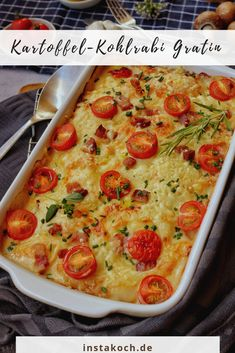 Potato kohlrabi gratin with tomatoes is a great change from the normal potato gratin. Potatoes and kohlrabi go well together and give this simple dish a special kick. gratin # Potato and cabba Easy Chicken Recipes, Veggie Recipes, Healthy Recipes, Kohlrabi Gratin, Kohlrabi Recipes, Chou Rave, Greek Recipes, Food Inspiration, Veggies