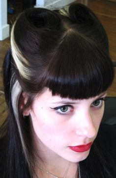 Rockabilly hair - curved bangs and victory rolls Victory Rolls, Pin Up Hair, Love Hair, Retro Hairstyles, Wedding Hairstyles, Rockabilly Fashion, Rockabilly Style, Rockabilly Hairstyle, Rockabilly Girls