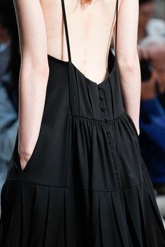 Vera Wang Spring 2015 Ready-to-Wear Accessories Photos - Vogue Moda Fashion, Runway Fashion, High Fashion, Fashion Show, Womens Fashion, Fashion Spring, Style Fashion, Fashion Details, Fashion Design