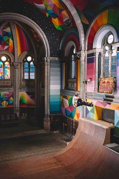 """A transformação da igreja de Santa Barbara, em Llanera, Asturias, em um skate park é um exemplo da importância do reaproveitamento dos espaços públicos para o uso das pessoas. Projetada pelo arquiteto Manuel del Busto, em 1912, ao longo das décadas foi abandonada e se deteriorando pela falta de interesse. Recentemente, recebeu o cuidado de um grupo de empresários, liderados por um coletivo chamado """"Church Brigade""""."""