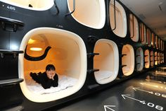 """Capsule Hotels in Japan - photo from uniquehotels; At the Hours Capsule Hotel"""" in Kyoto, Japan, you get 1 hour to shower, 7 hours sleep, and 1 hour to rest. That is all the time you have at the hotel. Japan Kultur, Japon Tokyo, Beppu, Beste Hotels, Tokyo Hotels, Go To Japan, Japan Trip, Tokyo Trip, Japan Japan"""