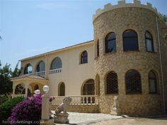 18 person villa with a private pool. Also with balcony/terrace, TV and DVD. Wedding accomodation!