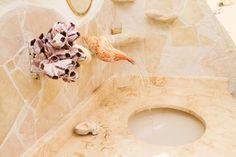 Schau dir dieses großartige Inserat bei Airbnb an: The Seashell House ~ Casa Caracol - Häuser zur Miete in Isla Mujeres: caracol, shell house mexico, casa caracol isla mujeres