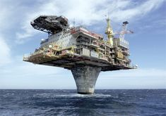 Draugen Oil Platform in the North Sea Oil Rig Jobs, Petroleum Engineering, Chemical Engineering, Or Noir, Oil Refinery, Big Oil, Drilling Rig, Oil Industry, North Sea