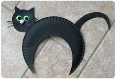 Black cat from paper plate