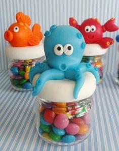 Inspire sua Festa ® | Blog sobre festas e maternidade Ocean Party, Shark Party, Clay Jar, Troll Party, Under The Sea Party, Sweet 16 Parties, Mermaid Birthday, Baby Shark, Cold Porcelain