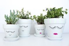 DIY Painted Face Plant Pots by Gold Standard Workshop Face Planters, Flower Planters, Diy Planters, Ceramic Planters, Planter Ideas, Garden Planters, Painted Flower Pots, Painted Pots, Mothers Day Plants