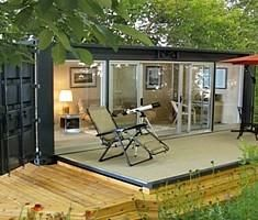 How to live in a shipping container ... looks cosy. I want this by the pool
