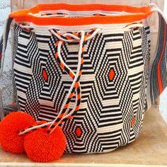 Mochila wayuu diseño contemporaneo.