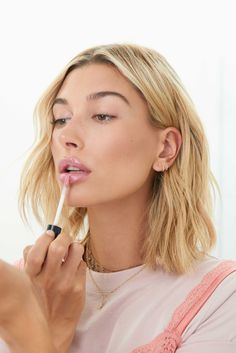 Hailey Baldwin on the Diet and Skincare that Makes Her Skin Glow - Women's Health UK Skin Makeup, Beauty Makeup, Hair Beauty, Eyebrow Beauty, Beauty Style, Estilo Hailey Baldwin, Beauty And The Beat, Corte Y Color, Tips Belleza