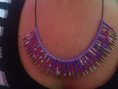 DIY: Easy Safety Pin Necklace with Beads - http://videos.silverjewelry.be/pins/diy-easy-safety-pin-necklace-with-beads/