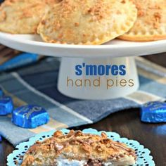 No campfire needed for these Ooey Gooey BAKED S'mores Hand Pies! They're filled with marshmallow cream and silky smooth DOVE® Milk Chocolate PROMISES and topped with a crunchy graham coating. Who can resist? Mini Desserts, Holiday Desserts, Easy Desserts, Dessert Simple, Yummy Treats, Sweet Treats, Yummy Food, Yummy Yummy, Tasty