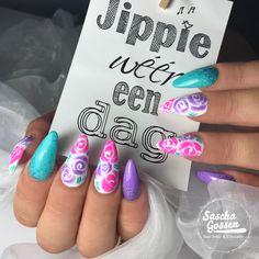 Magic Designs. . Korneliya Magic White and Liquid Gel. #nails #nailpro #nailtech #nailartist #nailsalon #instanails #nailaddict #nailsofinstagram #nailsoftheday #nailart #naildesign #saschagossen #fashion #style #korneliyamarathon #nailstyle #korneliya #nailsonfleek #magicdesigns #nailpromote #gelpolish #gellak #nailpolish #shellac #manicure #nails2inspire #ladyboss #beautiful #colorful