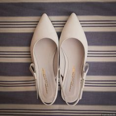 Bridal Shoes - Wedding And Reception Planning Tips And Tricks To Remember Wedding Color Pallet, Popular Wedding Colors, Wedding Flats, Wedding Gold, Simple Elegant Wedding, Shoes Photo, Shades Of Gold, Bridal Shoes, Deep Purple