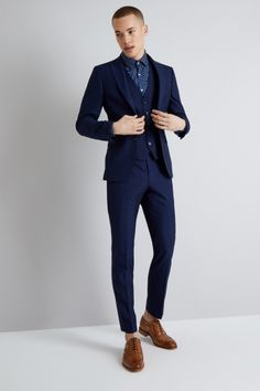 This Moss London suit comes in a modern Skinny Fit cut, and has a trendy Blue Check design Designer Tuxedo, Designer Suits For Men, Mens Fashion Suits, Mens Suits, Men's Fashion, Groomsmen Suits, Navy Check Suit, Mens Summer Hairstyles, Skinny Fit Suits