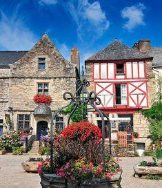 Rochefort en Terre, bretaña francesa Costa Atlantica, Beautiful World, Beautiful Places, Provence France, World Photo, Paris, France Travel, Places Ive Been, England