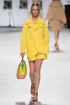 Issey Miyake Spring 2015 Ready-to-Wear Collection  - ELLE.com