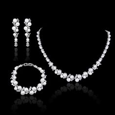 White/Ivory Pearl Swarovski Crystal Necklace Earring door Annamall, $42.99