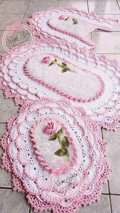 Lille Matelassé Circular Baby Afghan Crochet pattern by Priscilla Hewitt Crochet Towel, Crochet Doilies, Crochet Flowers, Crochet Baby, Afghan Crochet, Crochet Rug Patterns, Doily Patterns, Doily Rug, Christmas Runner